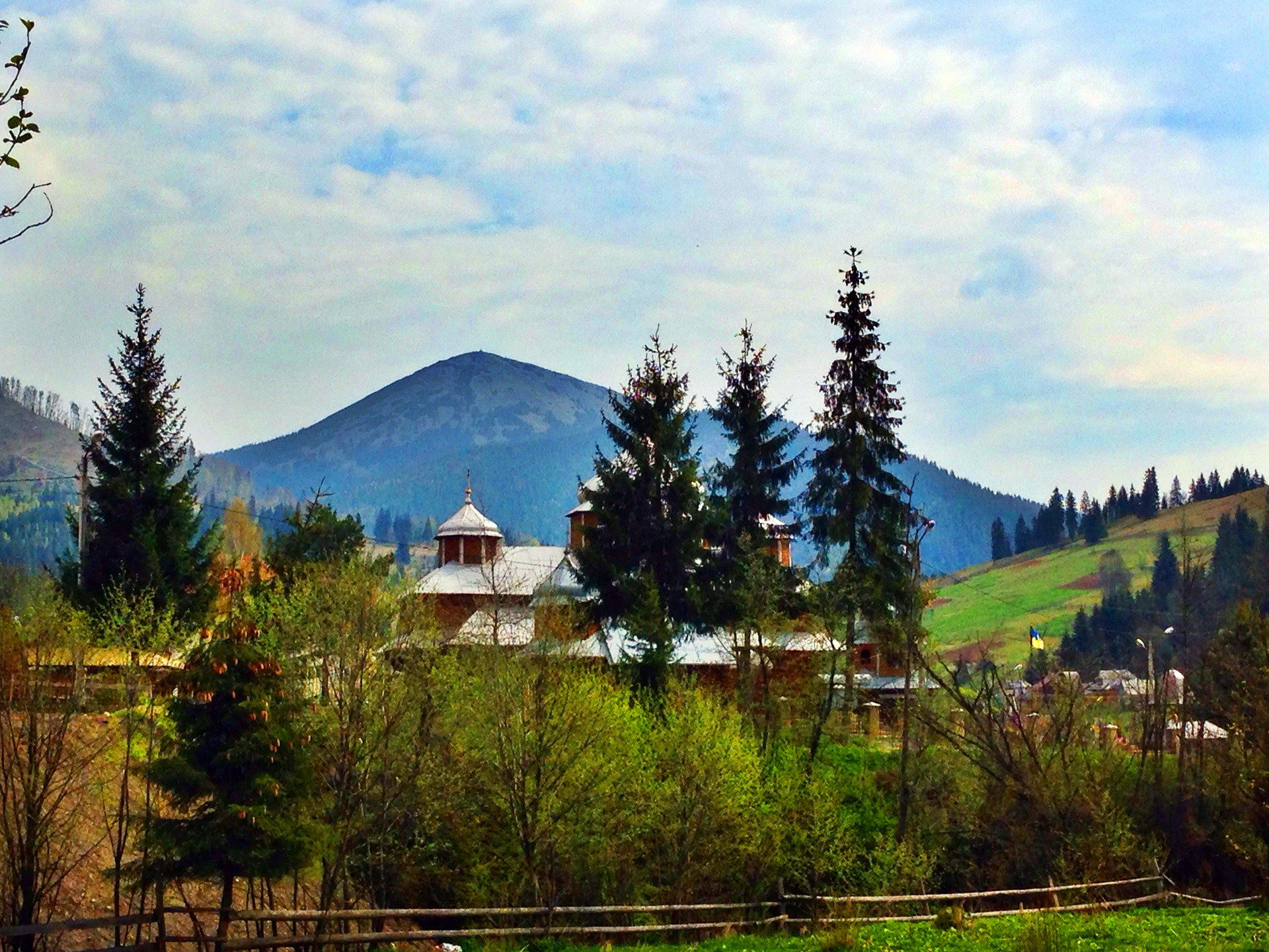 Поляниця - село неподалік від ГК Буковель