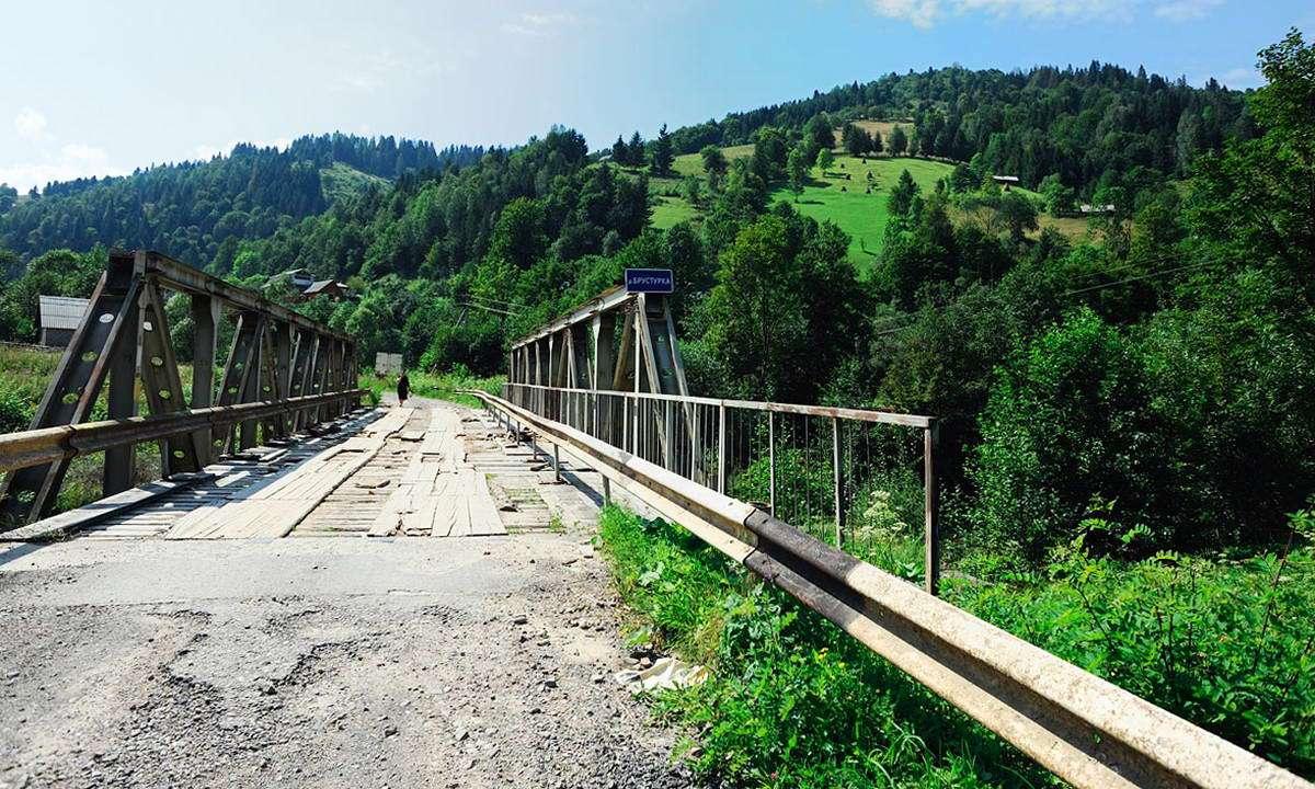 Міст через річку Брустурка в селі Шепіт