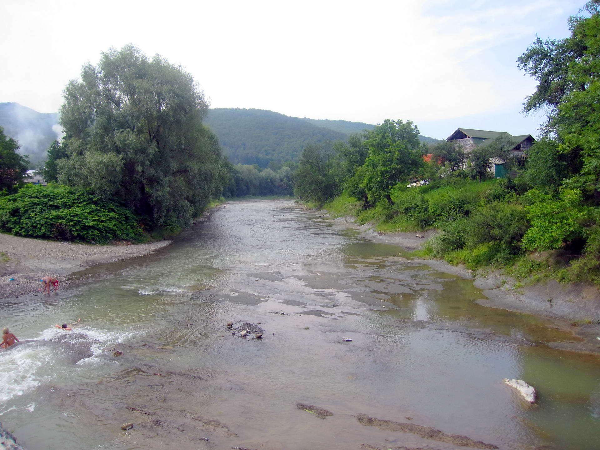 Карпати, курортне село Шешори