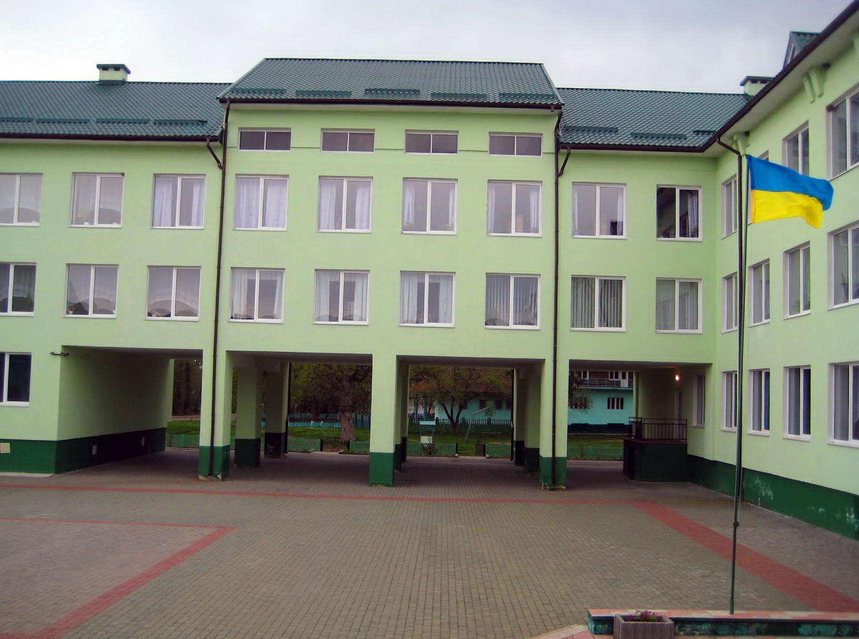 Богородчанський район, школа в смт Солотвин