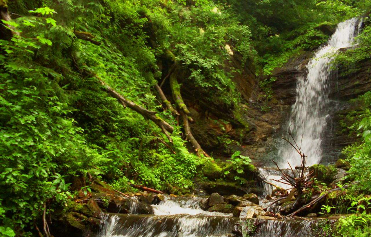 Лазний водоспад