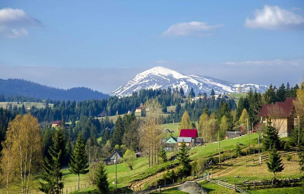 Красиве село в Карпатах - Яблуниця
