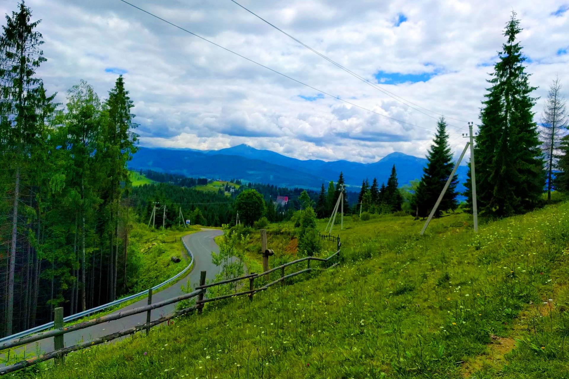 Курортне село Яблуниця, Карпати