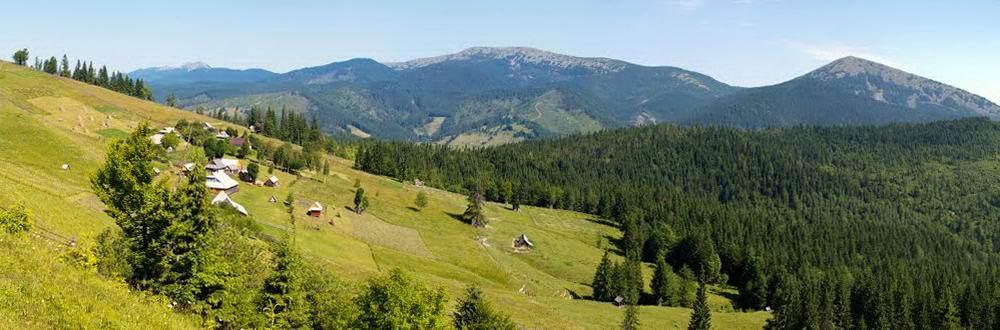 Гірське село в Карпатах - Яблуниця