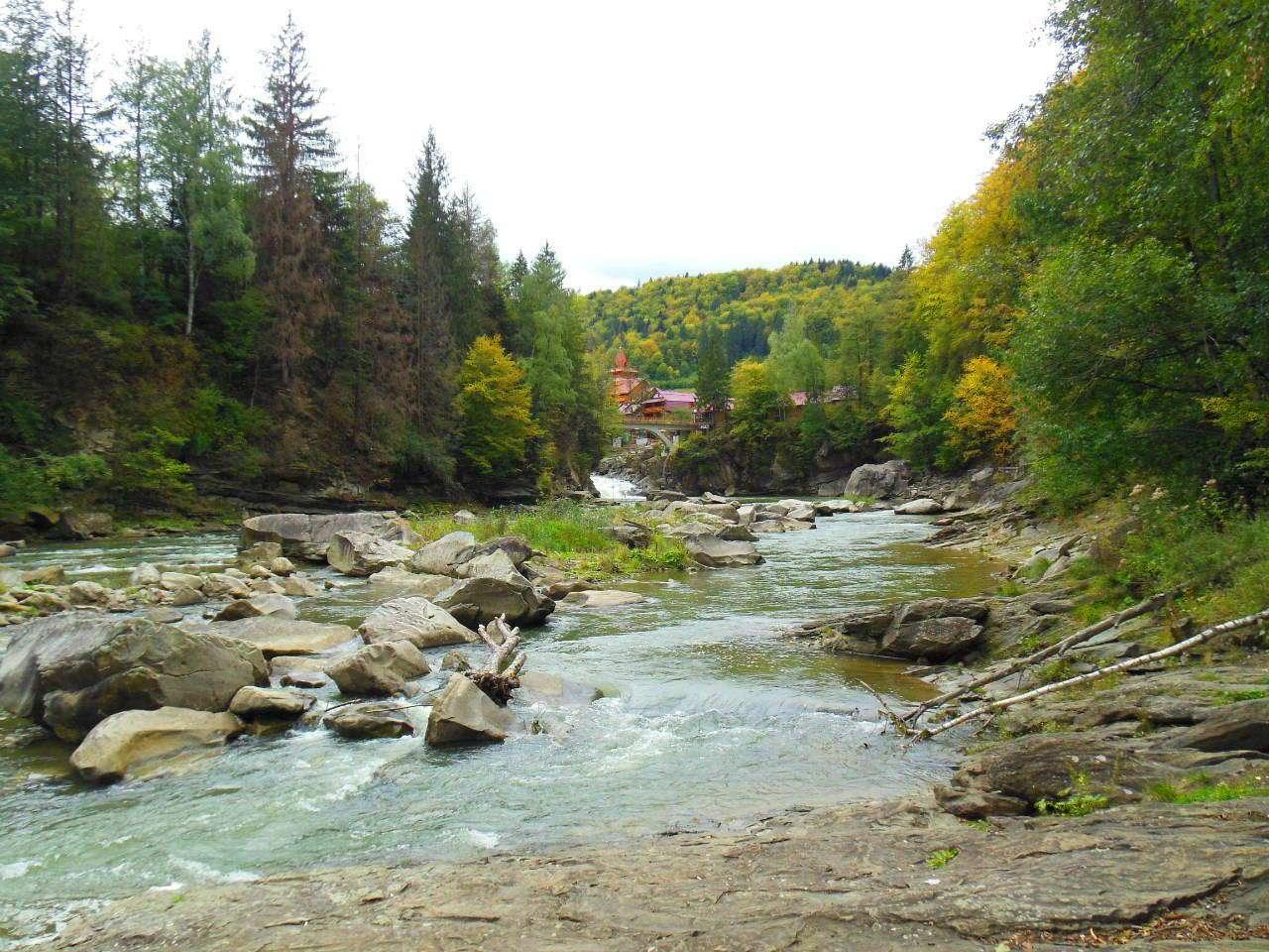 Вид на водоспад Пробій, м. Яремче