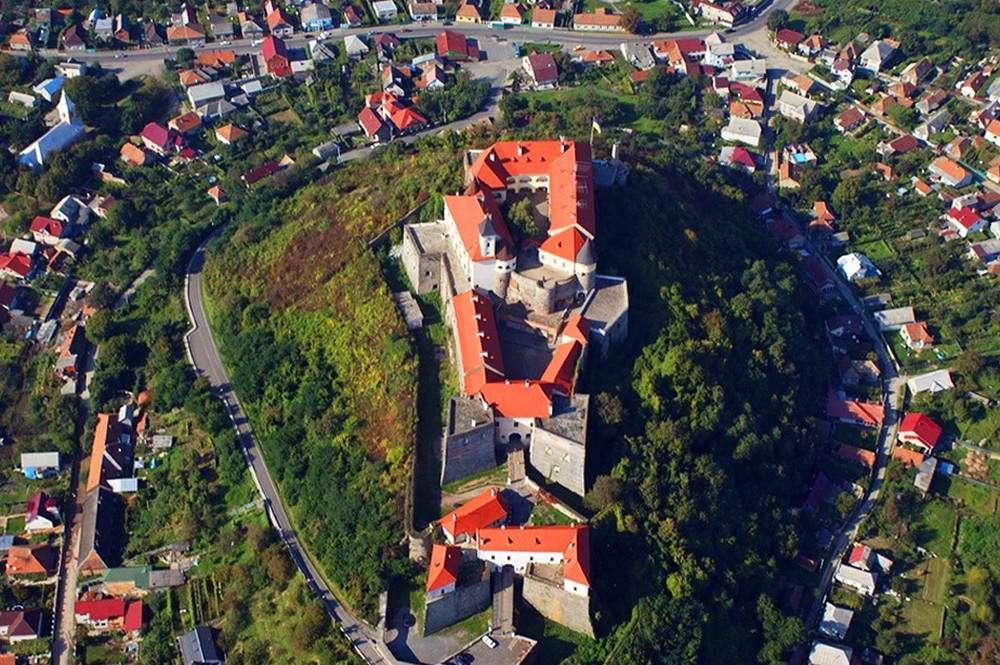 Вид на Мукачівський замок з висоти