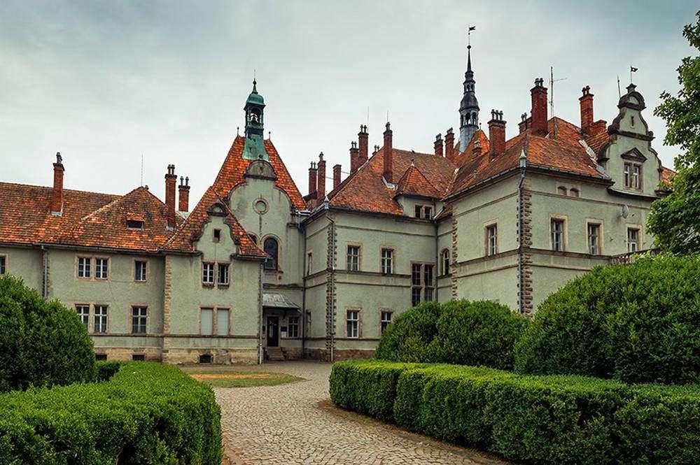 Замок Шенборнів на Закарпатті